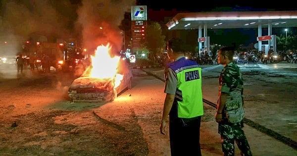 Sebuah Mobil Sedan Terbakar di SPBU Ngebruk Juwana