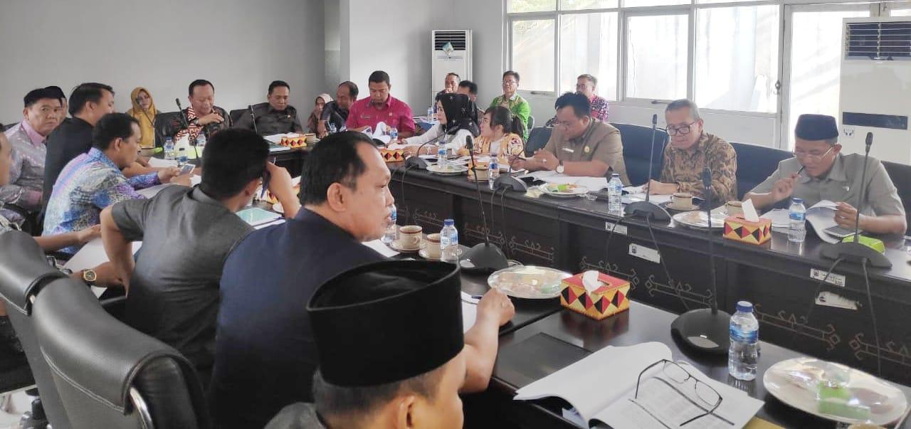 Photo of Ketua DPRD Lamsel Meminta Kenaikan Insentif Kades Dan Guru Honorer Masuk Ke APBD 2020