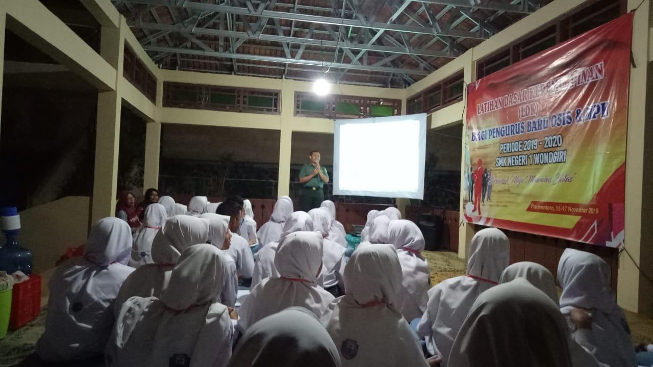 Photo of Ini Yang Disampaikan Danramil Dihadapan Anggota OSIS SMK N 1 Wonogiri