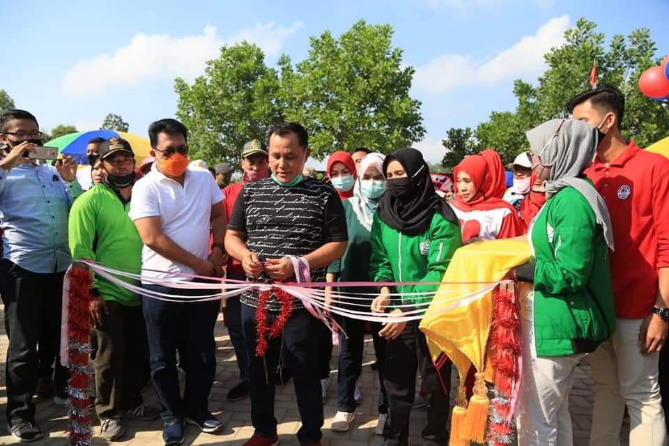 Photo of Nanang Ermanto Resmikan Taman Anak-Anak  Dan Alun-Alun Di Desa Srikaton