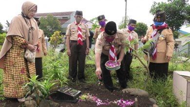 Photo of Ketua Kwarcab Banyumas Pimpin Ziarah Ke Makam Tokoh Pramuka
