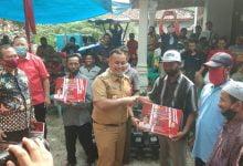 Photo of Nanang Dampingi Ketua Komisi IV DPR RI Berikan Bantuan Alsintan Di Kecamatan Sidomulyo