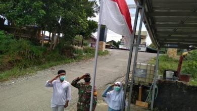 Photo of Sambut Kemerdekaan RI Ke-75, Babinsa Sabulu Ajak Generasi Muda Kibarkan Bendera Merah Putih