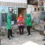 Jelang HUT TNI ke 75, Persit KCK Cab LXV Dim 0913 PPU Panen Sayur Sekaligus Berbagi Ke Warga