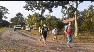 Cegah Terjadinya Lonjakan Kasus Covid-19, Cakades Budilestari Muhammad Mahbud Berinisiatif Semprot Disinfektan di Setiap Dusun