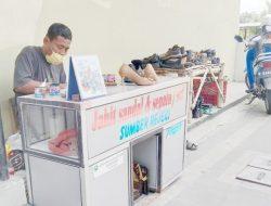 Tukang Sol Sepatu, Berharap Mendapat Perhatian Bantuan Terdampak Pandemi Covid